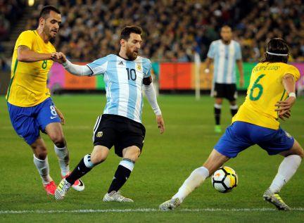 Argentina derrota o Brasil na estreia de Sampaoli  b3af3fc573f8f