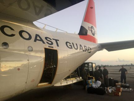 Resultado de imagen para Dos helicópteros estadounidense transportando alimentos a puerto rico