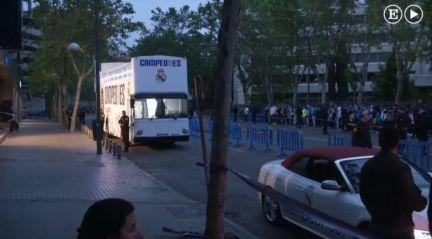 Celebraci n el madrid presenta la und cima champions for Puerta 44 bernabeu