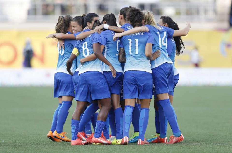 4e8079ebbd Jogos PAN-AMERICANOS 2015  Brasil faz 4 X 0 na Colômbia e garante mais um  ouro para o futebol feminino